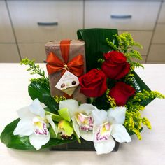 Flower Arrangements, Gift Wrapping, Table Decorations, Gifts, Home Decor, Gift Wrapping Paper, Floral Arrangements, Presents, Decoration Home