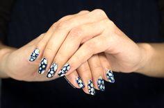 Daisy nails ❤️ Flowers on my nails make me eager for spring! Daisy Nails, Flower Nails, My Nails, Diy Nail Designs, Spring Nails, Natural Nails, Manicures, Daisies, Nailart