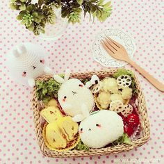 Molang The Fat Bunny Bento Bento Kawaii, Fat Bunny, Bunny Rabbit, Kawaii Cooking, Japanese Food Art, Japanese Meals, Japanese Lunch, Cute Bento Boxes, Lunch Boxes