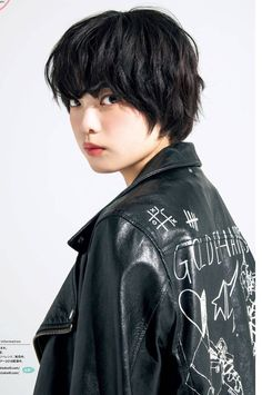 Yurina Hirate Japanese Models, Japanese Girl, Short Hair Cuts, Short Hair Styles, Asian Hair, Asia Girl, Stylish Girl, Celebrity Crush, Asian Beauty