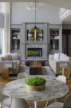 A family home gets a transitional makeover that's ultra-stylish