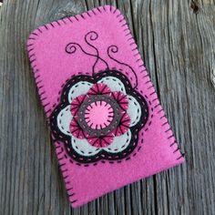 Pouzdro na mobil Felt Diy, Felt Crafts, Easy Crafts, Diy And Crafts, Arts And Crafts, Primitive Ornaments, Felt Bookmark, Diy Bags Purses, Joelle