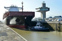 The Panama Canal on Tuesday welcomed the largest capacity vessel to-date to transit the expanded locks – the TEU neopanamax containership Valparaiso Express. The vessel began its … Cuba, Expansion, New York, Tyra Banks, Panama Canal, Sea And Ocean, New City, All Over The World, Marina Bay Sands