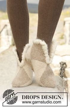 Socks & Slippers - Free knitting patterns and crochet patterns by DROPS Design Knitting Patterns Free, Free Knitting, Baby Knitting, Free Pattern, Crochet Patterns, Drops Design, Knitted Slippers, Knitted Bags, Knitted Booties