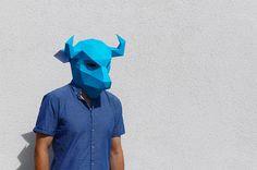 Marianne y Steve de Wintercroft ( previamente ) pasaron el año pasado soñando con varias nuevas máscaras de papel geométricas que se pued...