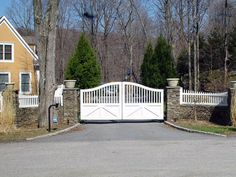 Traditional farmhouse driveway gate with secure keypad entry. This keypad has a curved gooseneck post. Gate designed and installed by Tri State Gate based in Bedford Hills, New York. Wrought Iron Driveway Gates, Driveway Entrance, Front Gates, Entrance Gates, Front Fence, Tor Design, Gate Design, Bedford Hills, Gazebo