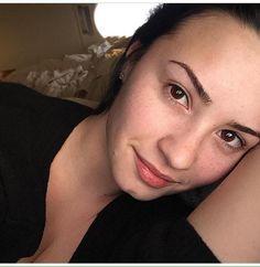 O que a maquiagem faz Demi Lovato sem make