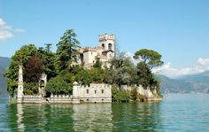 Isola di Loreto, Italy  This gorgeous castle is built on a tiny island known as Isola di Loreto, in the middle of Lake Iseo in Lombardy, Italy. As well as being nearly impossible to conquer, the castle has a stunning unobstructed view, in a way only a castle in the middle of a lake can boast of.