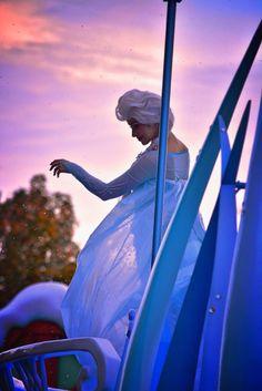 Elsa Disney Trips, Disney Parks, Disney Pixar, Frozen Face, Elsa Frozen, Disney Cosplay, Disney Costumes, Elsa Character, Best Sister Ever