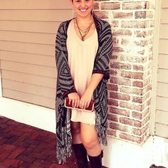 How cute is Amanda in this @showmeyourmumu dress and @karlieclothes poncho?!