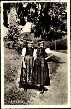 Ansichtskarte / Postkarte Zwei Frauen in schwarzwälder Volkstrachten