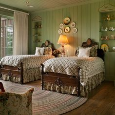 old fashioned double twin bedroom design