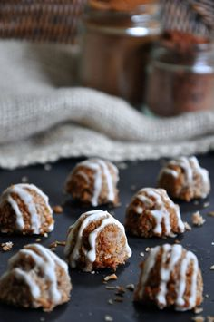 grain-free, dairy-free, and egg-free maple & pumpkin spice macaroons with a maple, cinnamon, and toasted vanilla bean glaze // the foodie teen