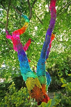mas crochet de colores de Yarn Bombing