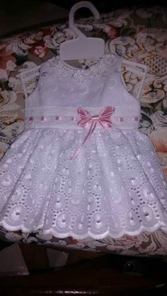 Best 12 vestido p manu – SkillOfKing. Baby Girl Dress Design, Little Girl Dresses, Cute Little Girls Outfits, Kids Outfits, Toddler Dress, Baby Dress, Blessing Dress, Baby Girl Patterns, Kids Frocks