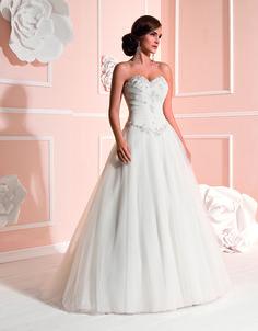 Brautkleid aus der Kollektion 2015 von Elizabeth Passion by Mode de Pol  :: ballgown bridal dress from the 2015 Elizabeth Passion collection by Mode de Pol.