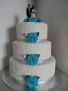 White and Turquoise Wedding cake