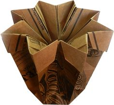 Acqua, de MK Zen Origami, reaproveitando papel craft de propaganda.