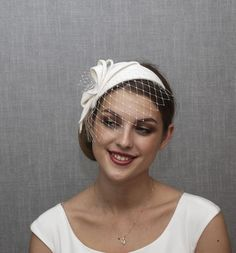White ( Milk white or Ivory white) fascinator from velour felt. Elegant hat what you can wear at church, races, weddings, anniversaries, tea parties etc. 1) Please let me know the shade of the felt you want your fascinator will be made from. Available options are: MILK WHITE and VERY LIGHT IVORY Wedding Fascinators, Wedding Hats, White Fascinator, Wedding Reception Planning, Bridal Hat, Metal Headbands, Color Dorado, White Bridal, Black Felt