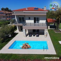 Kalisun Villas are 11 beautiful houses in Nea Kallikratia Halkidikis. The villas are for sale and they are located 30 minutes from Thessaloniki Airport. Interior Styling, Interior Decorating, Thessaloniki, Villas, Beautiful Homes, Greece, Sweet Home, Real Estate, House Design