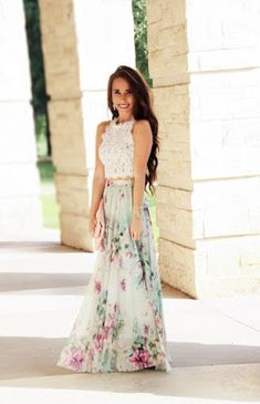 Floral maxi skirt with lace crop top Maxi Skirt Style, Skirt Outfits, Dress Skirt, Dress Up, Maxi Skirts, Looks Party, Outfits Damen, Floral Maxi, Mode Inspiration