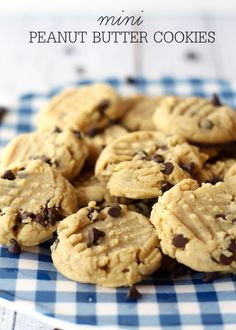 Soft and delicious Mini Peanut Butter Cookies with mini chocolate chips on { lilluna.com } #cookies
