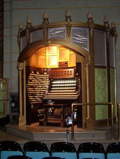 The Worlds Largest Musical Instrument. Atlantic City`s Boardwalk Hall Pipe Organ