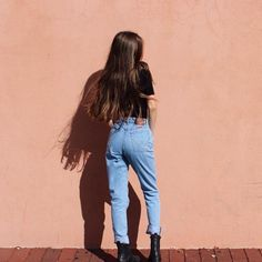 I want me some mom jeans Casual Outfits, Cute Outfits, Look Vintage, Looks Cool, 90s Fashion, Cozy Fashion, Style Fashion, Streetwear Fashion, Passion For Fashion