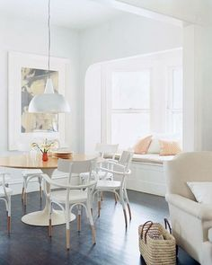 White + Bentwood Chairs + Window Seat (Mon Cahier d'Images via Daily Dream Decor) Decor, Home Decor Inspiration, Dream Decor, Home, Dining Room Design, House Interior, Dipped Furniture, Interior Design, Home And Living