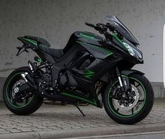 Motorcycles, bikers and more — Kawasaki Kawasaki Motorcycles, Cool Motorcycles, Triumph Motorcycles, Ducati Diavel, Moto Bike, Motorcycle Bike, Green Motorcycle, Custom Motorcycle Helmets, Z 1000