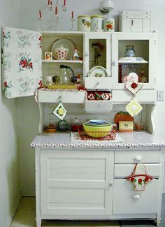 I like this white. Think I will repaint my hutch.