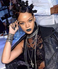 Rihanna Rocked Green Lipstick and Bantu Knots Last Night Looks Rihanna, Mode Rihanna, Rihanna Style, Rihanna Fenty, Rihanna Fashion, Afro Punk, Green Lipstick, Dark Lipstick, Rihanna Lipstick