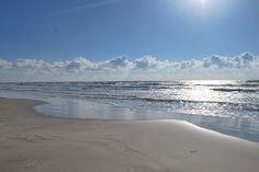 Blue skies and sunshine at Malaquite Beach, Padre Island National Seashore. NPS photo.