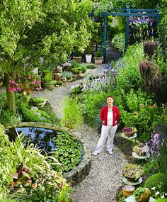 Long, narrow gardens are notoriously difficult to design but luckily Maureen was up to the task