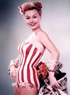 Mitzi Gaynor poses in a striped bathing suit customised with stars Vintage Hollywood, Golden Age Of Hollywood, Hollywood Glamour, Classic Hollywood, Hollywood Divas, Classic Actresses, Actors & Actresses, Mitzi Gaynor, Cinema Tv