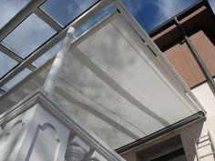 Die Spezialmarkise für Terrassenüberdachungen, sie wird direkt unter dem Glasdach montiert und garantiert so einen angenehmen Aufenthalt auf der Terrasse.