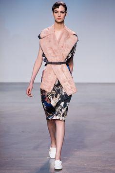 Thakoon Fall 2013 Ready-to-Wear Fashion Show - Manon Leloup
