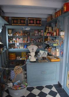 Me ha gustado muchisismo esta tienda de ultramarinos antigua. Macarena cool little blue-grey painted shop interior made by Watson and Co.