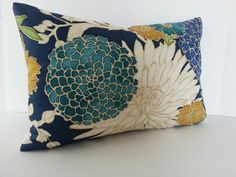 Designer Floral Pillow Cover / Asian Inspired / Chinoiserie / Navy Blue /Teal / Gold Metallic Accent: this could look good on the upholstered armchairs Blue And Gold Bedroom, Blue And Green Living Room, Navy Living Rooms, Gold Bedroom Decor, Blue Living Room Decor, Teal And Gold, Teal Pillows, Floral Pillows, Accent Pillows
