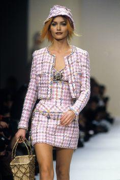 Chanel Spring 1994 Ready-to-Wear Collection Photos - Vogue Look Fashion, 90s Fashion, Runway Fashion, Trendy Fashion, High Fashion, Fashion Show, Fashion Outfits, Fashion Design, Chanel Fashion