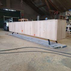 Verkrijgbaar vanaf plm 500euro. Dit tv-meubel hebben we specifiek op aanvraag van een klant gemaakt. Het hout is 20mm dik massief eiken en de 4 deuren sluiten met een soft close systeem. Het tv-meubel straalt kwaliteit en luxe uit en combineert prachtig met de andere industriële meubels van Maikku. Ook op zoek naar maatwerk meubels, vraag dan vrijblijvend een offerte aan op Maikku.nl of stuur ons een appje! De prijs is 100% afhankelijk van jouw eisen en wensen. Garage Doors, Outdoor Decor, Home Decor, Decoration Home, Room Decor, Home Interior Design, Carriage Doors, Home Decoration, Interior Design