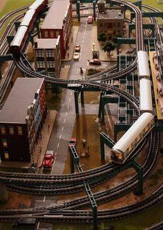 Track Layout Ideas for Your Model Train Lionel Trains Layout, Escala Ho, Ho Train Layouts, Model Training, Model Railway Track Plans, Garden Railroad, Train Table, Ho Trains, Train Set