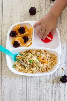 Toddler Meals What I Fed The Twins. A weeks worth of Toddler Meal Ideas that are fun, healthy and easy to make for your kids. - Kids education and learning acts Toddler Menu, Healthy Toddler Meals, Toddler Lunches, Kids Meals, Toddler Dinners, Toddler Food, Healthy Lunches, Baby Food Recipes, Healthy Recipes