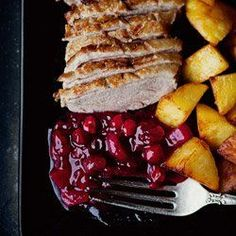 Duck breast with cranberry pineapple sauce Mini Tacos, Roast Duck, Cranberry Sauce, Nutella, Main Dishes, French Toast, Yummy Food, Delicious Recipes, Food And Drink