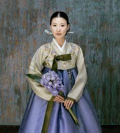Elegant Hanbok for Korean Brides Korean Traditional Dress, Traditional Fashion, Traditional Dresses, Traditional Weddings, Korean Bride, Korean Wedding, Korea Dress, Modern Hanbok, Japanese Kimono