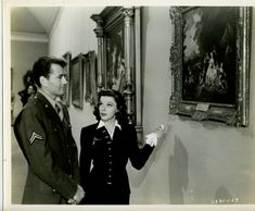 "Judy Garland and Robert Walker touring a museum in ""The Clock"". Vintage Hollywood, Classic Hollywood, Robert Walker, Judy Garland, Get Happy, Vintage Heart, Hollywood Actor, Classic Films, Wizard Of Oz"