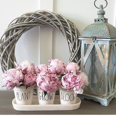 Entryway table decor . Spring decor