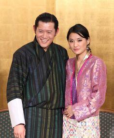 Le roi Jigme Khesar représenté avec son épouse la reine Jetsun Pema en 2011.