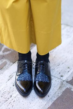 Lace-up glitter shoes