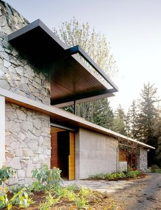 Picturesque contemporary home immersed in nature by Schuchart Dow